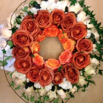 Stunning ''coffee break'' roses with a hint of orange and surrounded by the elegance of cream white roses with ivy leaves - whats not to like !?
