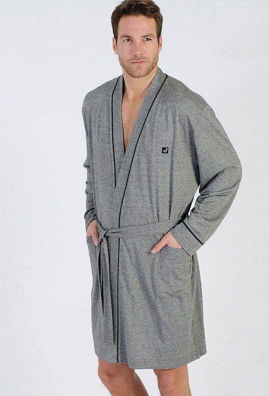 Últimas tendencias en BATAS JUVENILES para hombre. Tenemos las nuevas prendas en punto, finas, para los rigores del verano. Corte clásico en azul marino.