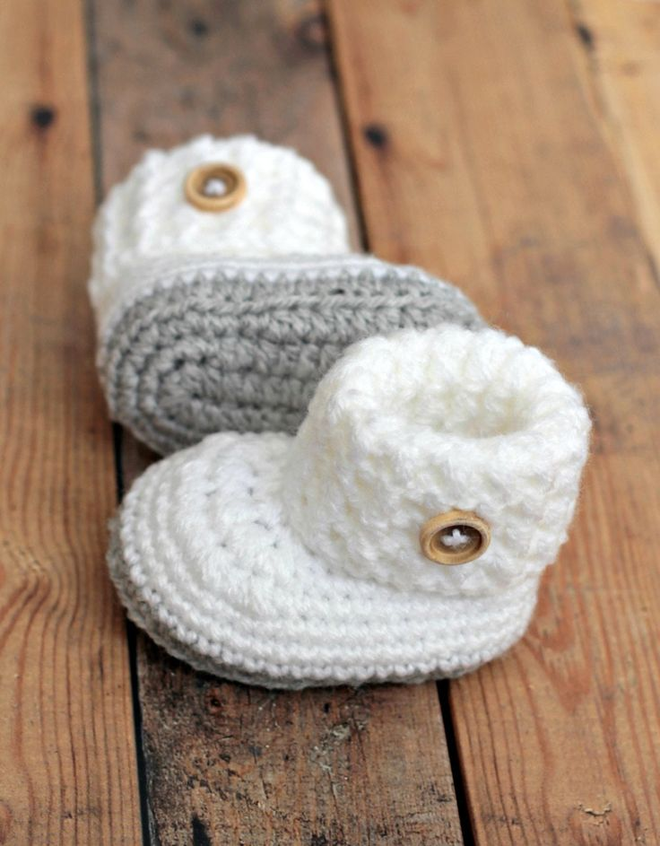 Crochet baby booties shoes white