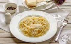 Spaghetti z parmezanem i masłem