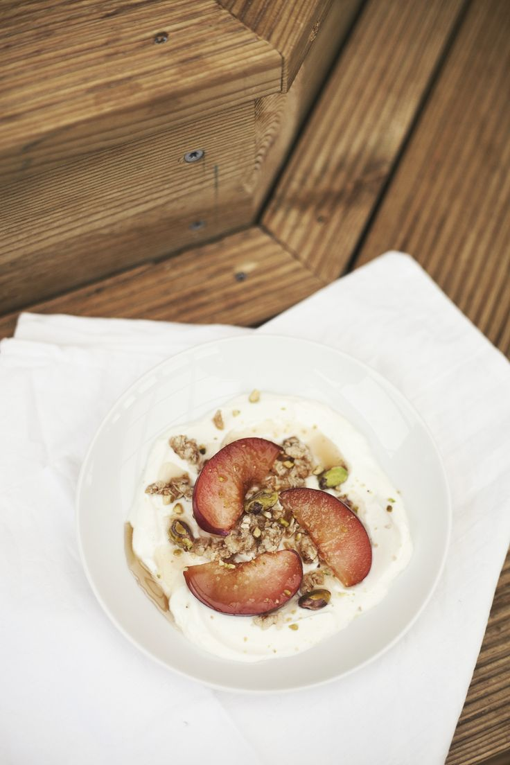 Yoghurt w/ plums, granola, pistachios & a drizzle of maple syrup