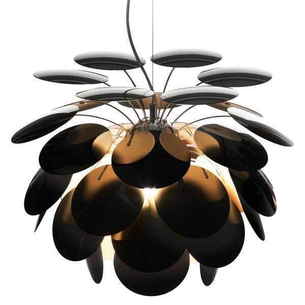 Marset Discocó 132 hanglamp. Ben je klaar voor een spektakelshow van licht en schaduw?@marsetbarcelona #Marset #verlichting #hanglampen #lamp #design #Flinders