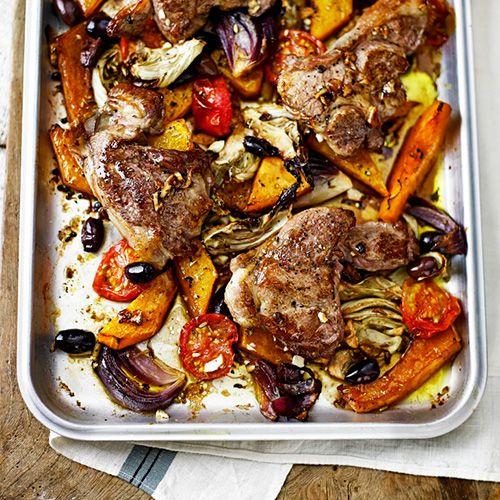 Dit gerecht is ideaal voor een groots diner. Je zet de groenten in de oven en hebt er geen omkijken meer naar. De lamssteak bak je in de pan of - als het weer het toestaat - lekker op de BBQ. Jummy! 1. Verwarm de oven voor op 180 ºC. ...