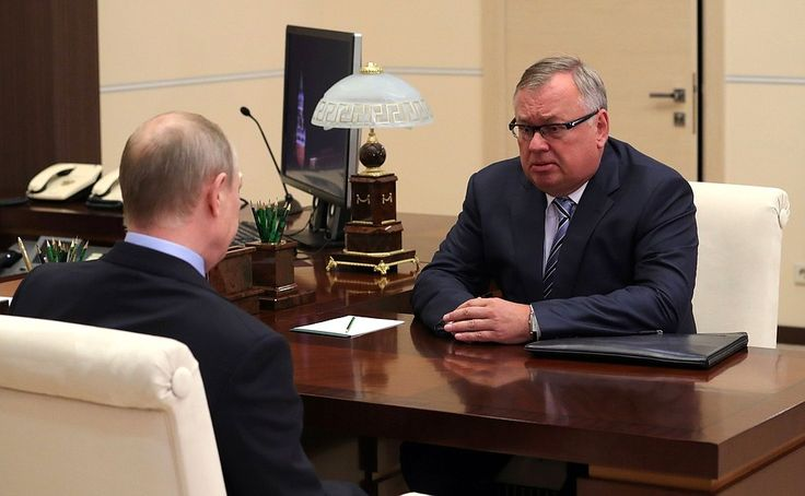 Vladimir Putin with President and Board Chairman of VTB Bank Andrei Kostin.