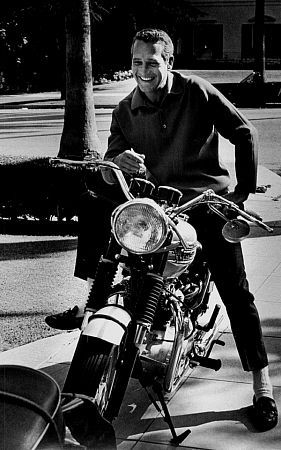 Old Stevey boy wasn't the only Hollywood actor with a love of Triumphs. Paul Newman looking hip as ever astride his Bonnie.