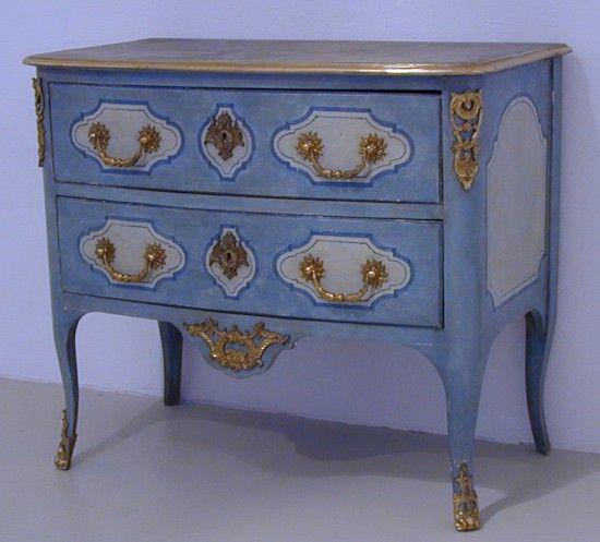 Commode regence tiroirs peinte sur fond bleu dessus faux for Faux fini antique meuble