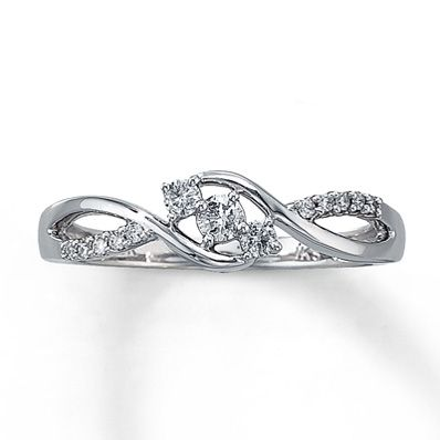 A gentle wave of round diamonds is elegantly offset by double swirls