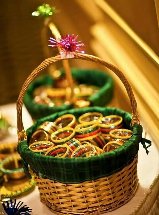 Bangles as Mehndi favours. Only shades of pink?