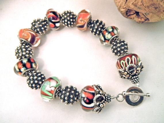 Coral pandora bracelet: Joyas Bodas, Pandora Beads, Inspiration Glasses, Beads Bracelets, Gifts Ideas, Fashion Forward, Coral Pandora, Lampwork Bracelets, Moda Joyas