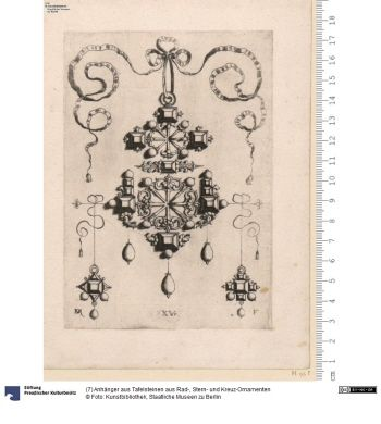 (7) Anhänger aus Tafelsteinen aus Rad-, Stern- und Kreuz-Ornamenten     Teil & Folge      Höhe x Breite: 15,0 x 10,3 (Platte)