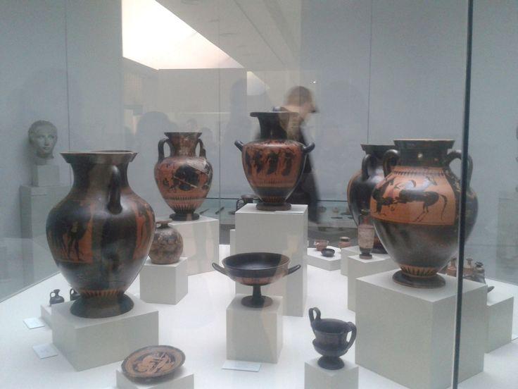 Museo del Instituto Gómez-Moreno. Sala de arqueología. Colección de cerámica ática (s. VIII a IV a C). Foto: Elizabeth Gutiérrez Patino (2013)