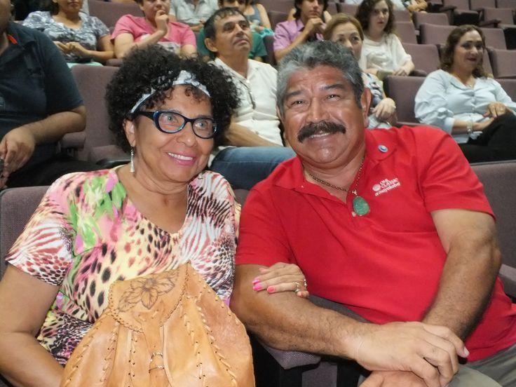 Marlinda Estrada y Andres Uscanga, asistentes en la Conferencia de Vulnerabilidad Social cancunense impartida por Oscar reyes