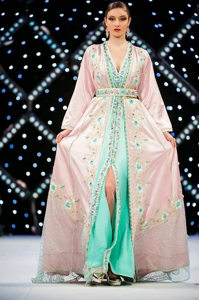 Découvrir le caftan marocain pour jeune fille pas cher disponible sur plusieurs modèles, réunissent dans une large collection organisée par les experts couturiers marocains qui ont une parfaite connaissance dans le domaine de couture, ils ont consacré plusieurs jours afin de parvenir à réaliser ce modèle de caftan marocain pour jeune fille haute couture, conçu …
