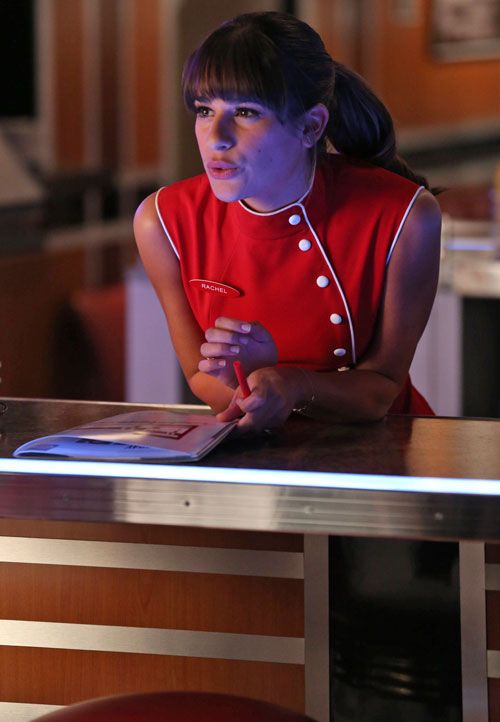 """Rachel Gets a Job at a Diner in Glee Season 5, Episode 2: """"Tina in the Sky With Diamonds"""""""