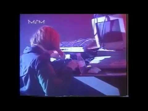 Aphex Twin - Live @ Osmoze, Paris, France 24.04.1993 Tracklist: 1- Polygon Window - Quoth (Hidden Mix) (Surfing On Sine Waves, WARP CD 7, Warp Records) 2- AF...