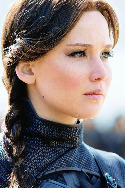 Jennifer Lawrence hat Power im Blick. Eine starke junge Frau, mit Selbstbewusstsein und ganz viel Charme.