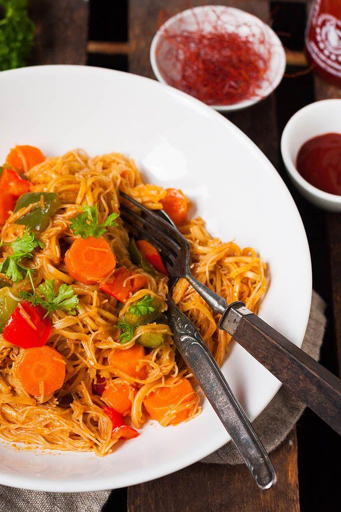 Für das One Pot Glasnudel-Curry braucht ihr nur einen Topf und 20 Minuten Zeit. Dieses schnelle Soulfood ist unglaublich cremig-schlürfig.