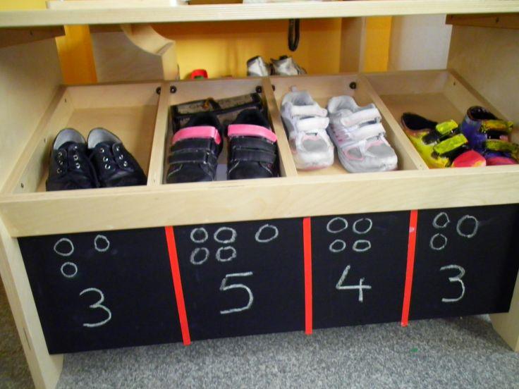 Schoenenwinkel met prijsaanduiding *liestr*