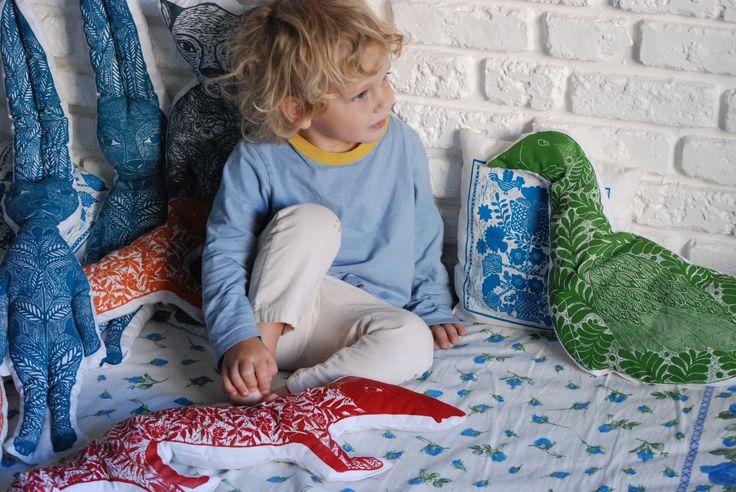 nadiiaonyshchenko#nadiyaonyshchenko#linocut#textile#handmadetextile#arttextile#art#gift#present#lovlypresent#thebestpresent#colorlinocut#homedesign#unusualtingsforhome#design#duck#toys#duckpillow#ducktoy#mysonmatheu#nikolayhcuk