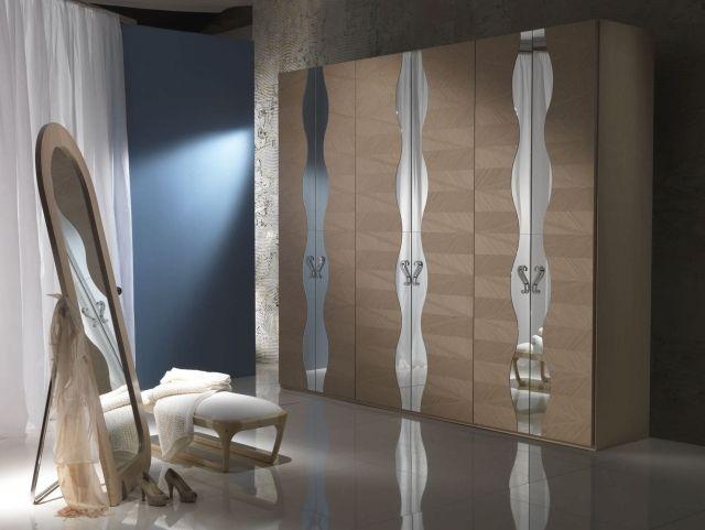 Cute Der klassische Holz Kleiderschrank verbindet in sich elegante Geradlinigkeit mit einem rustikalen Charme Seine zeitlose Sch nheit mach ihn zum bevorzugten