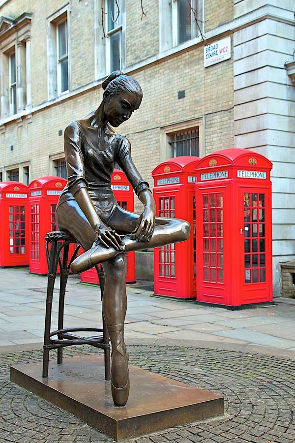"""London - The Ballerina of Covent Garden""   I missed this last time. I think it's pretty though :-D"
