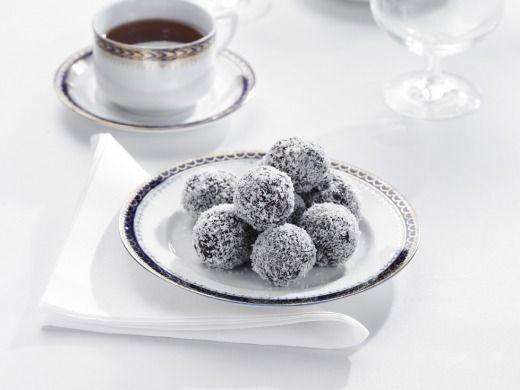 AHHHH I Found my favorite ones!!!!! Kokosové kuličky -- Coconut Balls