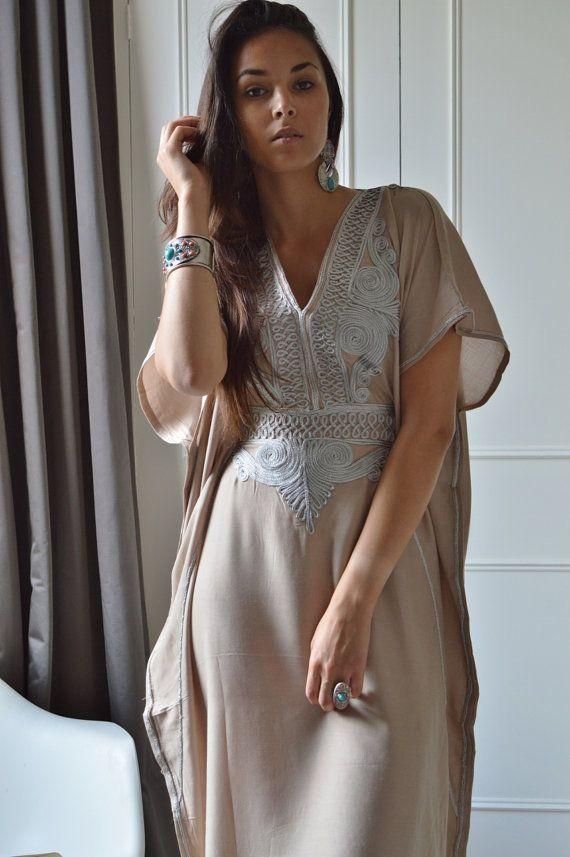 Beige Resortwear Caftan Kaftan-pour le Ramadan par MaisonMarrakech