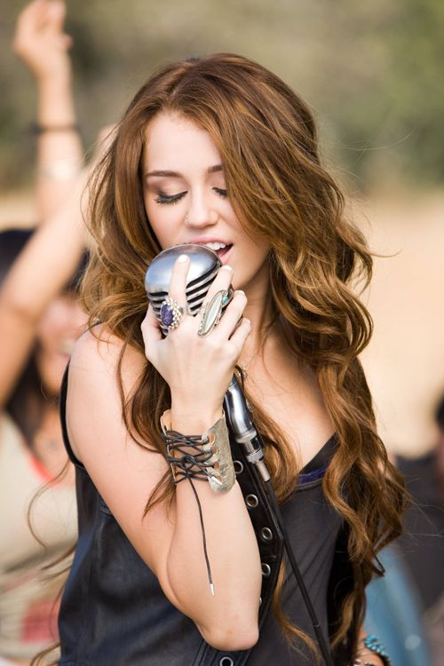 Miley Cyrus, Party In the USA. Her hair was SO pretty in this