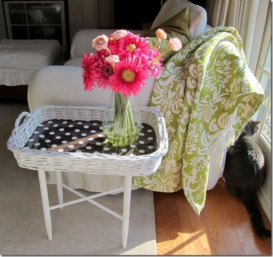 tray stand + wicker tray + paint = BASKET SIDE TABLE - a DIY