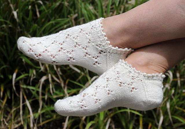Ravelry: Mouches pattern by Susanne Reese-free knitting pattern