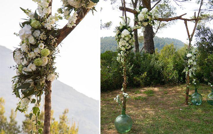 Rustic romantic wedding Altar - Trunk arch of flowers