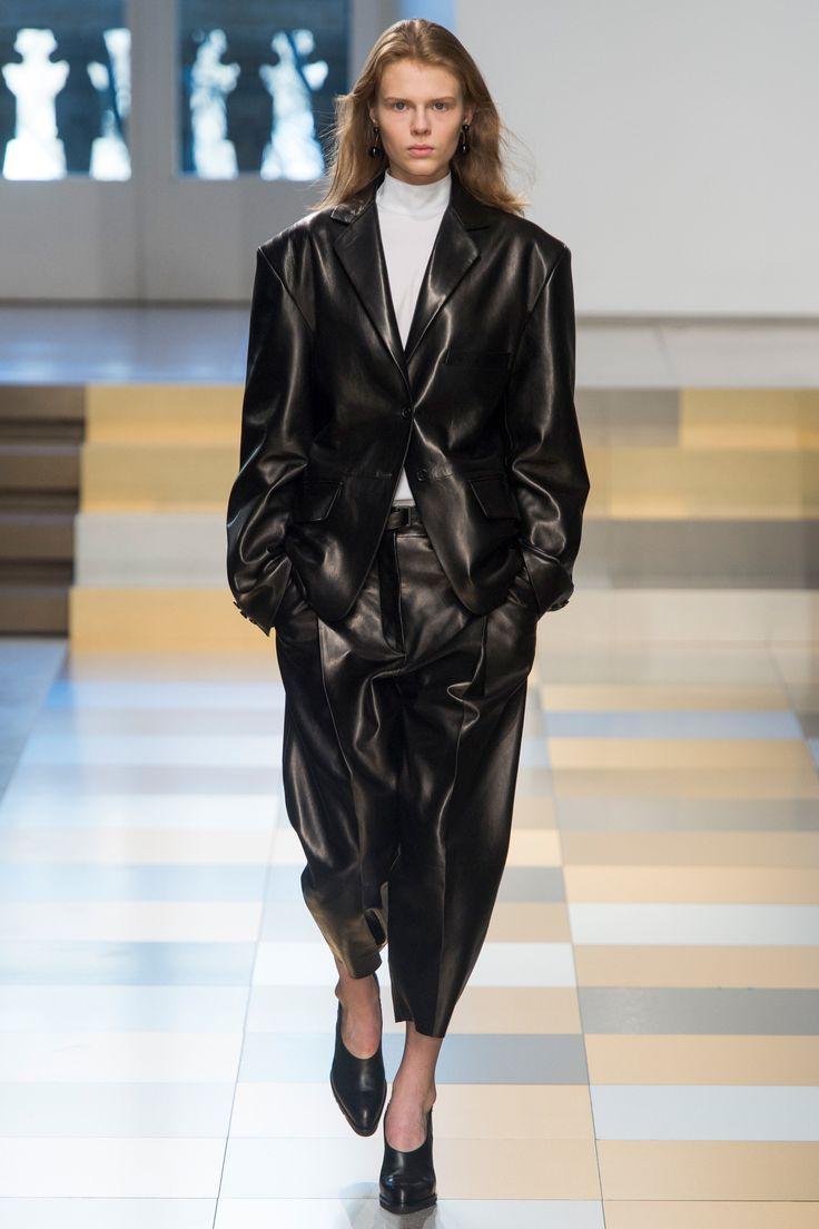 Jil Sander Fall 2017 Ready-to-Wear Fashion Show - Estelle Nehring