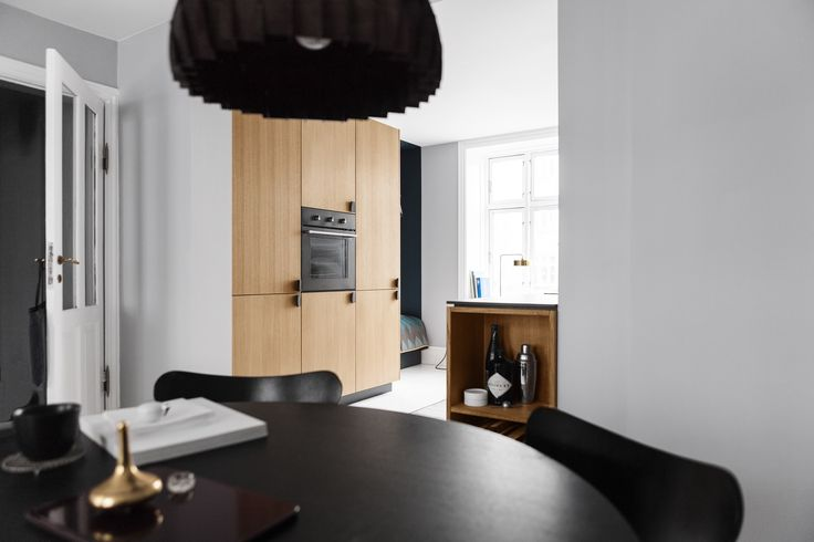 Reform Kitchen / Homestory / Inspiration / Reform's BIG design in veneered oak with handles in black woven nylon.