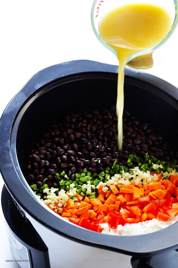 Slow Cooker Black Bean Soup -- let your crock pot do the work with this delicious vegetarian soup   gimmesomeoven.com