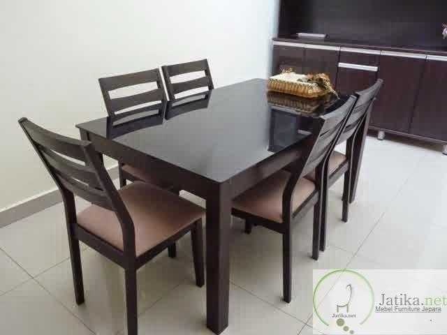 Set Meja Makan Minimalis ini dibuat dengan desain yang simple serta minimalis cocok bagi anda yang lebih senang dengan gaya furniture minimalis