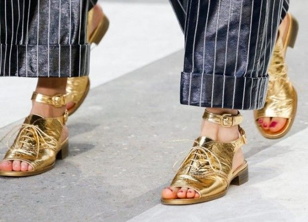 Sandali dorati Chanel primavera estate 2015