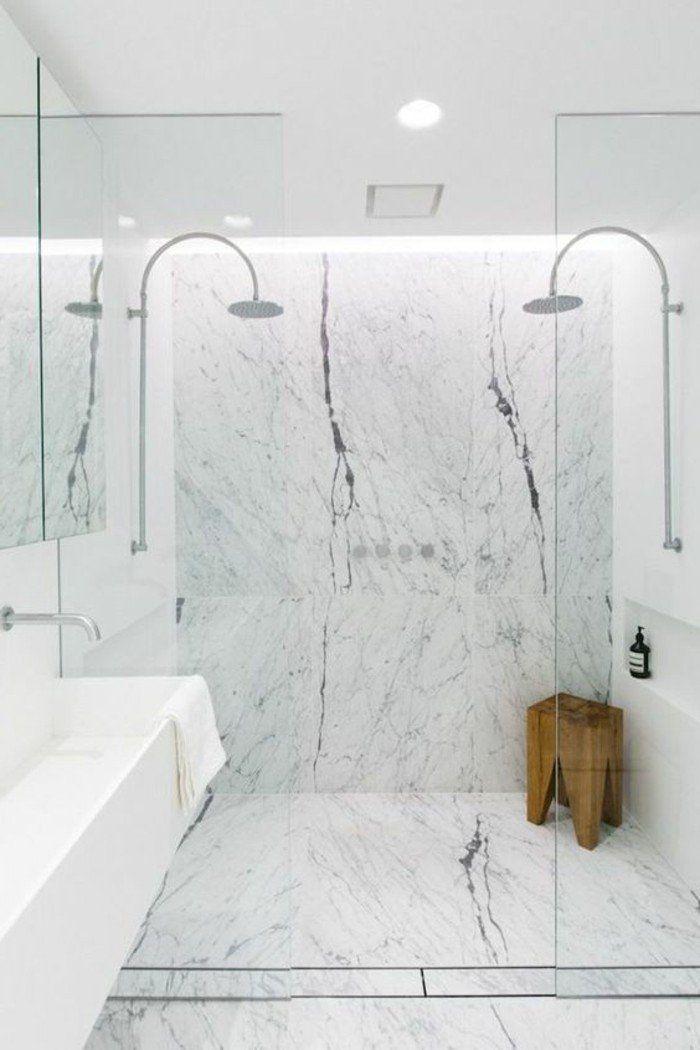 salle de bain carrelage en marbre blanc, evacuation douche italienne en marbre blanc