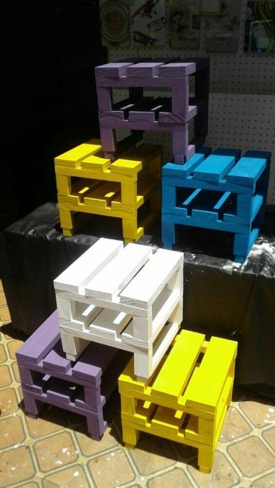 Lassen Sie sich inspirieren, ein ganzes DIY-Paletten-Set für den Außenbereich zu kreieren, das Sie genießen können