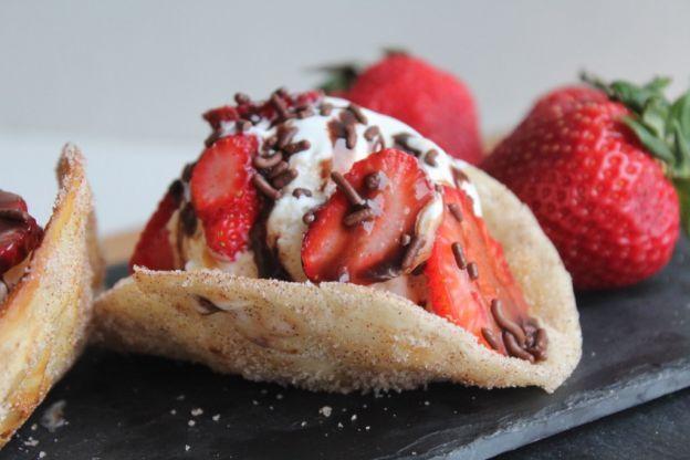 Recette facile de tacos aux fraises et à la crème glacée!