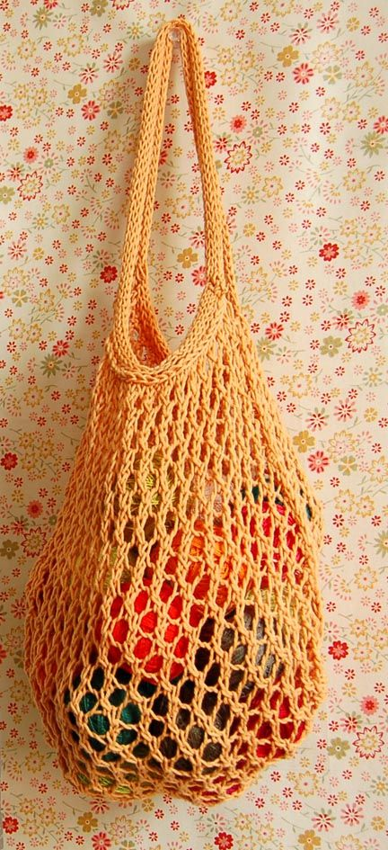 Another free pattern for a tote from the Purl bee. Great way to use up all that cotton yarn.