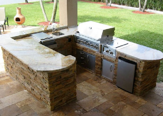 82 best images about outdoor kitchen ideas on pinterest for Small backyard outdoor kitchen