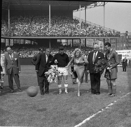 """Old Pics Archive on Twitter: """"Marilyn Monroe at Ebbets Field, May 12, 1957, prior to the opening of a soccer match. https://t.co/lz0t2jaa9t https://t.co/oOn4M51BiS"""""""