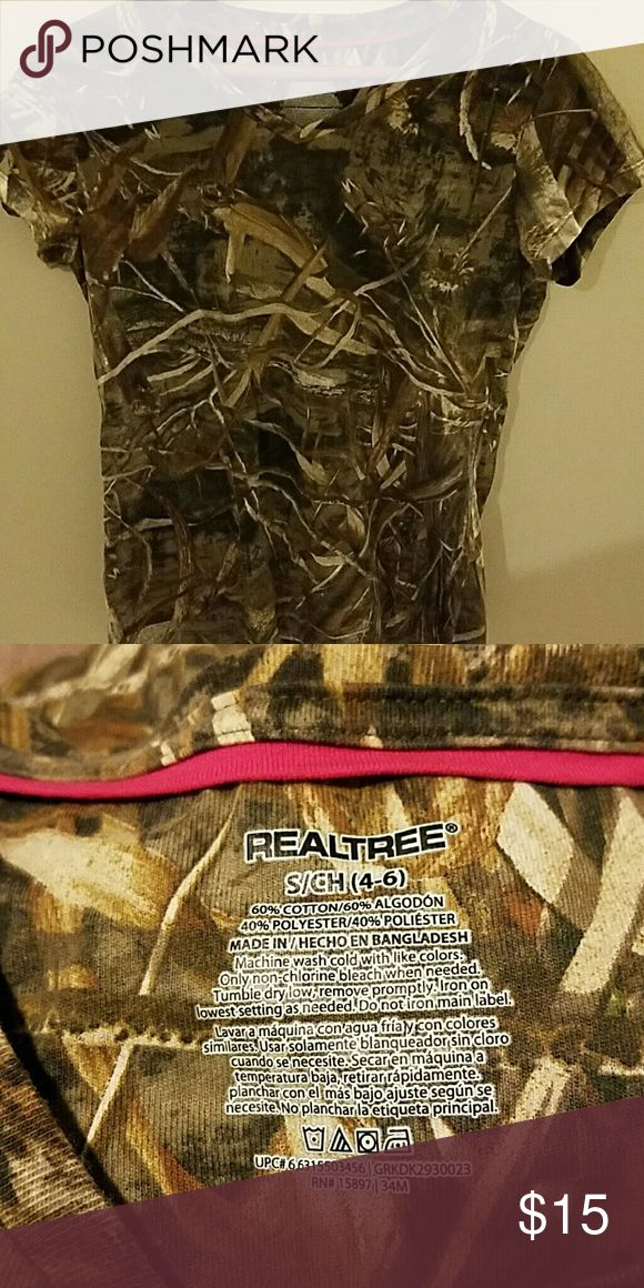 Woman's RealTree camo shirt Womans stretch camo shirt.   Excellent condition Real Tree Tops Tees - Short Sleeve