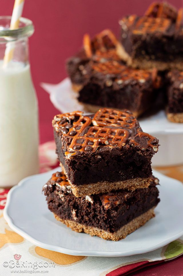 Nutella Pretzel Brownies: Sweet, salty, crunchy, chewy, and nutty all at once.: Fun Recipes, Desserts Recipes, Nutella Desserts, Ohmygod Yum, Pretzels Brownies, Pretzels Crusts, Recipes With Pretzels, Nutella Pretzels, Desserts With Nutella