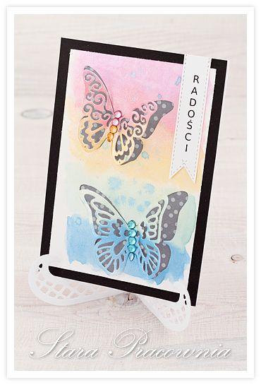 Kartka z motylkami, tło wykonane farbami akwarelowymi o perłowym poblasku. www.starapracownia.blogspot.com www.facebook.com/starapracownia