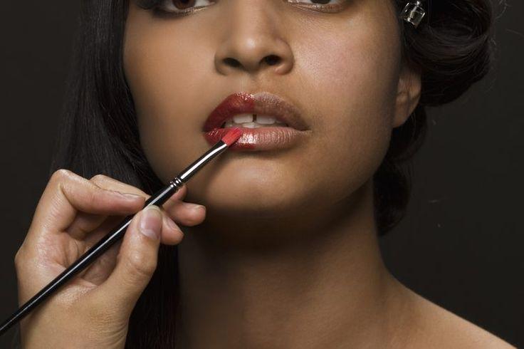 Cómo elegir adecuadamente un color de lápiz labial para la piel oscura | Muy Fitness