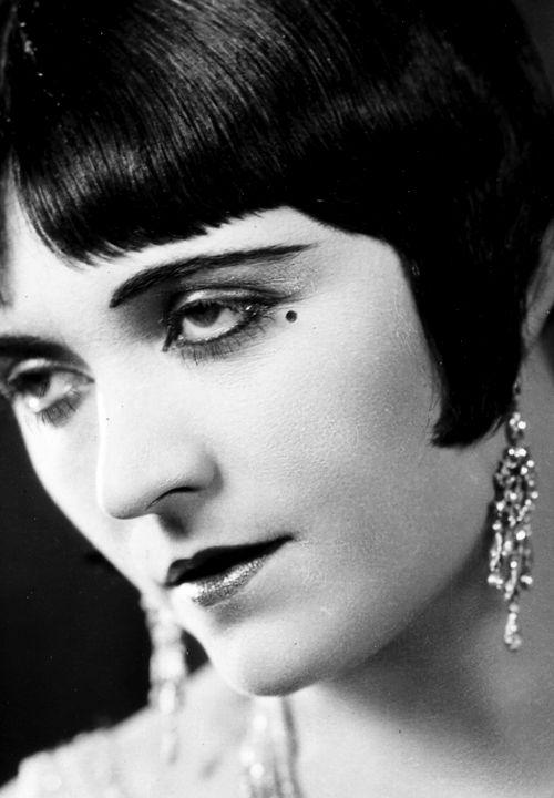 VINTAGE BLOG: Pola Negri 1920s black bob and bangs