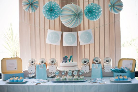 As you know we love to help our readers with their wedding or entertaining dilemmas. Today I want to help Carisa Meyer who asked us for baby shower ideas on Facebook. I have only been to a baby shower once, so I don't really know what you are supposed to do.