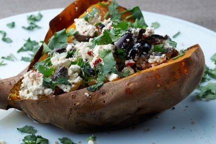 Patat Jo: gevulde zoete aardappel met feta, olijven & koriander (door Alle Dagen Honger voor Restaurant Vooruit) (c) Jan Goeman