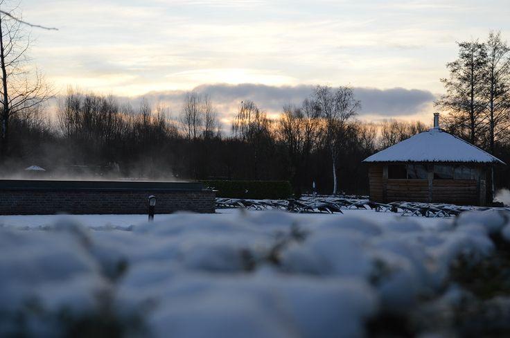 Winter.. een heerlijk seizoen om op te warmen in de sauna en met je blote voeten in de sneeuw te staan!